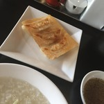 野方餃子 - 中華粥と餃子3個