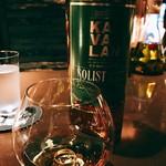 バー カヴァロ - 『KAVALAN Solist ex-Bourbon cask』様、バーボンカスクと言うだけあって結構な甘味を感じますがピート香?