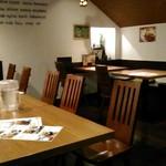 バンコクガーデン - [内観] 店内 テーブル席 ①