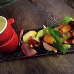 58952594 - エロうま野菜のバーニャカウダ。ソースは何にでも合う!!