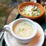 メフィストフェレス - 具沢山なスープと、さまざまな種類の野菜が摂れるサラダ