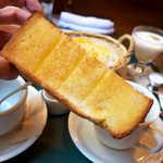 メフィストフェレス - 一方のバタートーストは、厚切りでもっちり感抜群