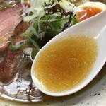 ヤマシロ - 節、煮干香り、醤油香る、旨いスープです