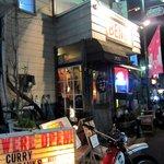 カフェ ベンチ - なかなか絵になる外観 お店は希望が丘商店街にあります