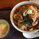 ししまる食堂 - 肉キムチうどん(温玉つき)720円