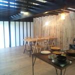 カレーのアキンボ - 開放的な店内 気持ち良い空気感です(承認済み)
