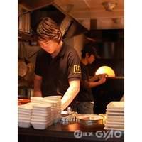 SHIBUYA HOUSE - ライブ感溢れる1Fのオープンキッチン。愛情込めて調理してます。