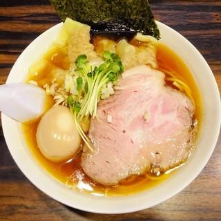 稲荷屋 - 料理写真:醤油ラーメン(太麺・味玉・ワンタン)