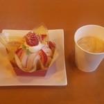 59050296 - 苺のモンブラン&ホットコーヒー