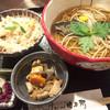 徳兵衛 - 料理写真:にしんそば1296円と炊込みご飯セット324円