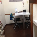 本家カレーの店 龍 - 奥のテーブル席