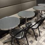 ゴントラン シェリエ - 店内テーブル席