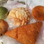 パークス - 蒸しパンよもぎ、メロンパン、揚げカレーパン、ブルーベリーベーグル、揚げハムチーズパン