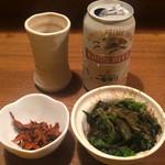麺通 - 缶ビール400円とおつまみほうれん草100円と辛子高菜サービス