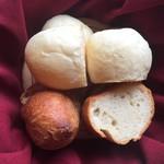 風 - パンは外カリカリのフランスパンと、ふわふわソフトタイプの2種、ほんのり温かい