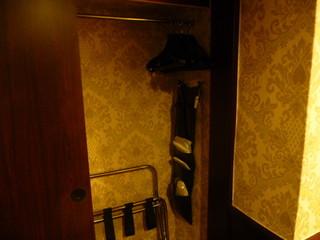GLORIA PRINCE HOTEL - 初日