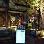 キハチ - 神宮外苑いちょう並木の入口
