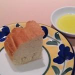 キハチ - パンとオリーブオイル