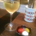 wine no Ruisuke - [料理] 白 グラスワイン & 突き出し 全景♪w ①