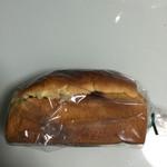 ぶどうぱんの店 舞い鶴 - ぶどうパン 小 400円