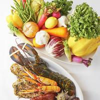 新鮮野菜や魚介をふんだんに!旬の食材とライブ感が魅力!