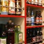 パトワール - [内観] 店内 カウンター席 後ろにある『アルコールラック』