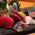 魚真 - 鮪、〆鯖、鰹、鰆炙り、鯛、鮃、鯵、床伏