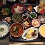 逢初料理 かじむら  - コスパ・味共々、満足の豆皿ランチ