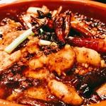 本格四川料理 三鼎 - 早速頂いてみれば~花椒の少しの苦みに痺れ~白身魚の淡白な味わいが全体の旨味を取り込んで旨いのなんの♪
