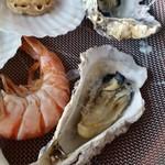 地獄蒸し工房 鉄輪 - 海老も牡蠣もふわっとした温泉っぽい風味を感じます。