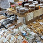 道の駅たるみず - 惣菜もたくさん売られてます