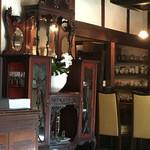 ぎゃらりぃかふぇ華野 - アンティーク家具も素敵