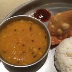 マハラジャ - 豆カレーとサモサ