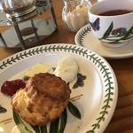 北山紅茶館 - 料理写真:モーニングスコーンセット880円