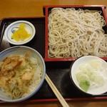 松美家 - 本日の気まぐれ(小海老のかき揚げ天丼ともり蕎麦)
