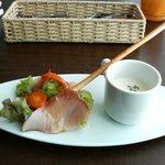 リストラットリア フィーロ - ランチの前菜:寒ブリのインサラータとカブのスープ