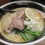 麺場 浜虎 - 鮭カマ出汁そば(麺)檸檬風味