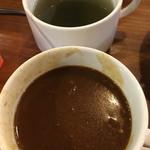 JUMBO STEAK HAN'S - 牛すじカレー アオサ味噌汁 さすが沖縄〜♫
