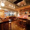 ワインの酒場。ディプント - 内観写真:2Fキッチン前カウンター。