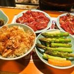 さっぽろジンギスカン - 生ラムジンギスカン2皿、ねこ飯(小)、アスパラ