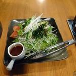 いな蔵のカルビ - チョレギサラダ。ドレッシング別皿は嬉しい。
