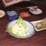 59313056 - ポテトサラダと茄子揚げ  お皿と箸置きも椿です