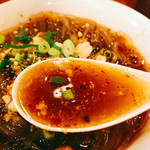 大明担担麺 - それにしてもこんなにも小ぶりの中に結構強烈なインパクトのあるスープで頭の毛穴が思いっきり広がるし油断すると咳き込んでしまう(汗)