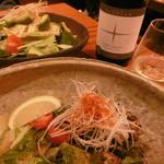 銀平 - サラダ、牡蠣のバター焼き、白ボトルワイン