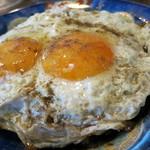 白楽天 - 料理写真:焼豚玉子飯。焼豚はかなり甘め。目玉焼きは完璧な半熟で、胡椒たっぷり。