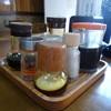 自由軒 - 料理写真:調味料群
