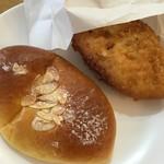 59415133 - クリームパン(140円)とカレーパン(170円)