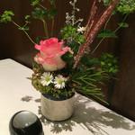 59424039 - テーブルの花