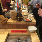 日本酒食堂SO-KEN - ヤケド注意!熱燗を作るスペース