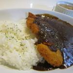 アーダニン - 牛テールカレーはやや黒い色のカレー、美味しそうな香りが食欲をそそります。